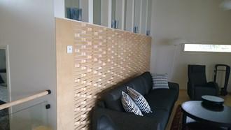 Puucomp sisustuslevyistä rakennettuviiluseinäke.