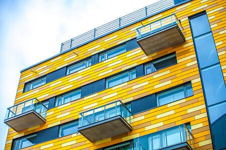 FunderMaxin monipuolisilla värivaihtoehdoilla voit luoda täysin uniikkeja kokonaisuuksia, kuten kuvan HOAS Jätkäsaari.