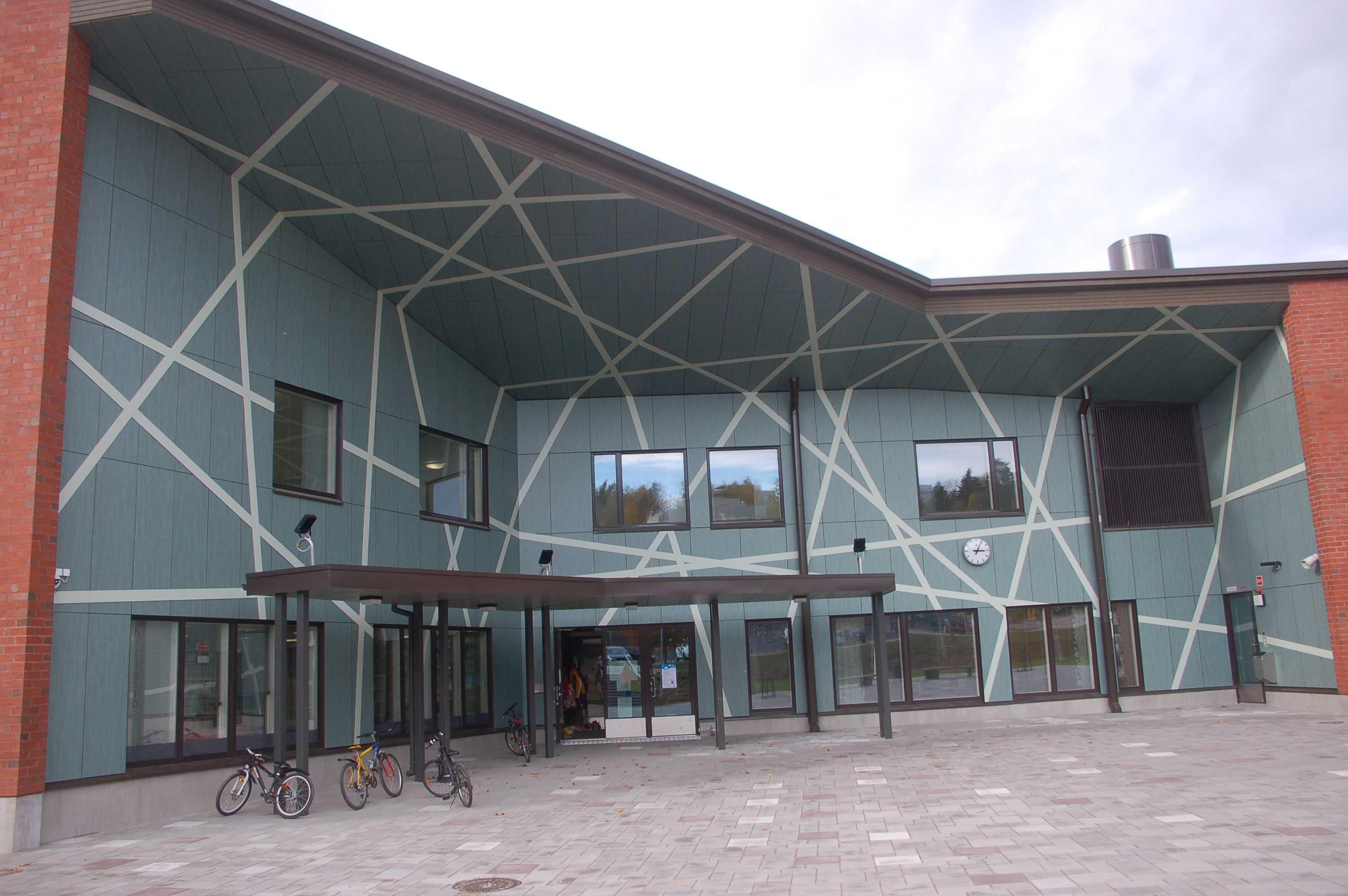 FunderMax-korkeapainelaminaatti julkisivu Liipolan Monitoimirakennus Onni