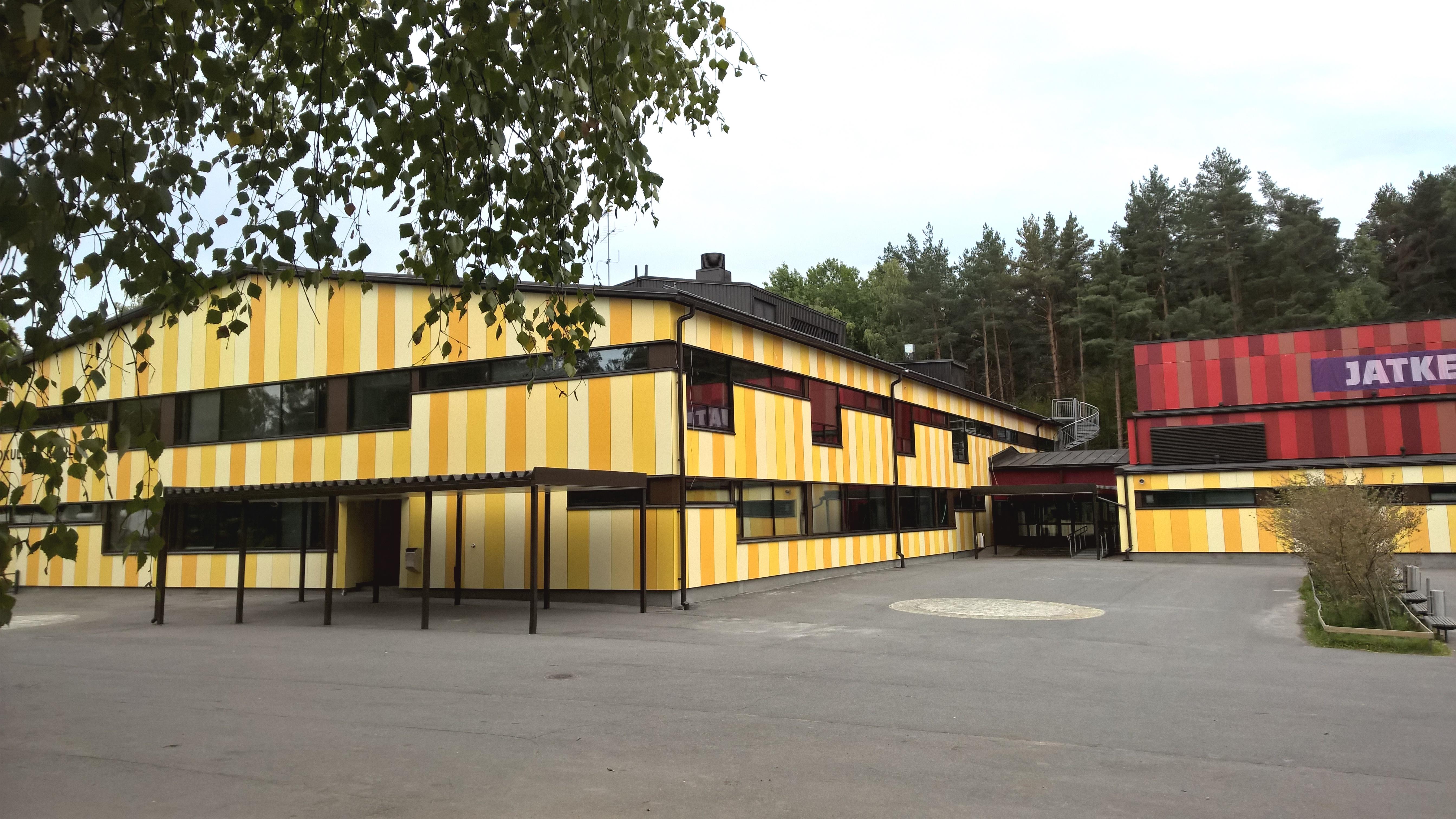 Hepokullan koulu - piha 1650