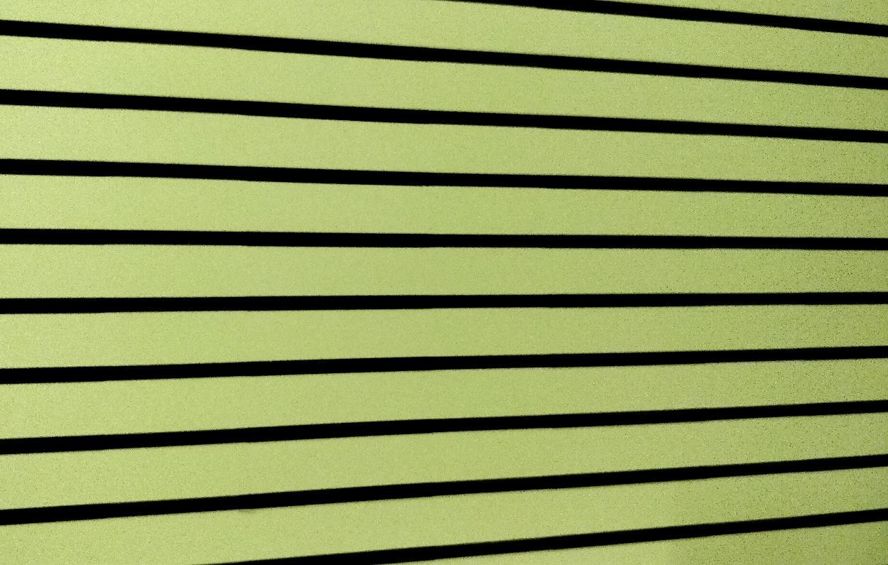 Puucomp Matta raidallinen laminaattilevy sisäverhouksiin.